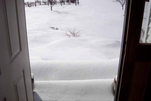 Front door.  See all the lovely drifts!